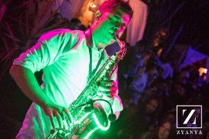 Terraza Zyanya Saxofonista